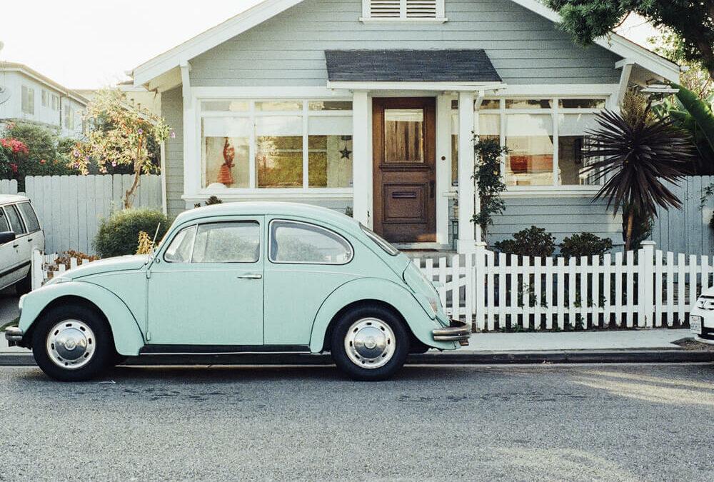 1000×700-pexels-blue-car-1